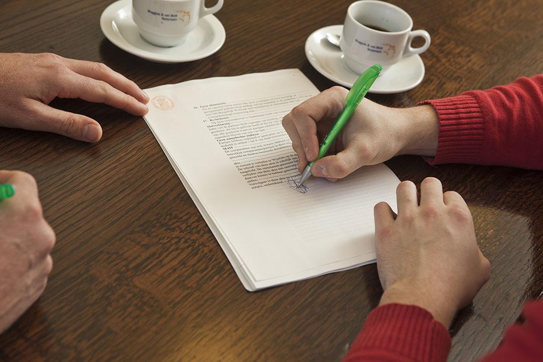 Gemaakte afspraken moeten vastgelegd worden bij de notaris. Ook als later aanpassingen nodig zijn, moet dit notarieel worden vastgelegd. - Foto: Bart Nijs