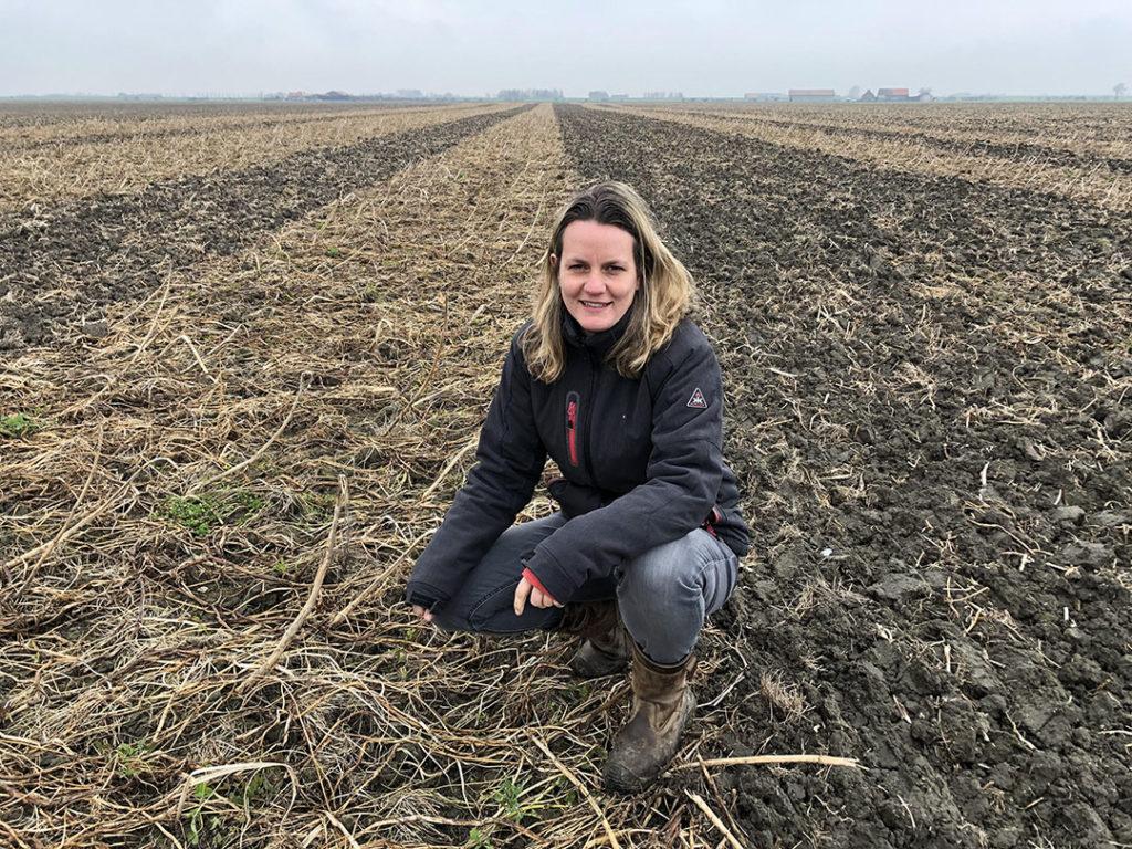 """Nicole Gijzel-Bil is akkerbouwer in Kerkwerve. Intekenen van de percelen doet ze al jaren zelf. """"De moeilijkheid zit vooral in het samenvoegen en splitsen van percelen in de juiste volgorde"""", zegt Nicole. - Foto: RVO"""
