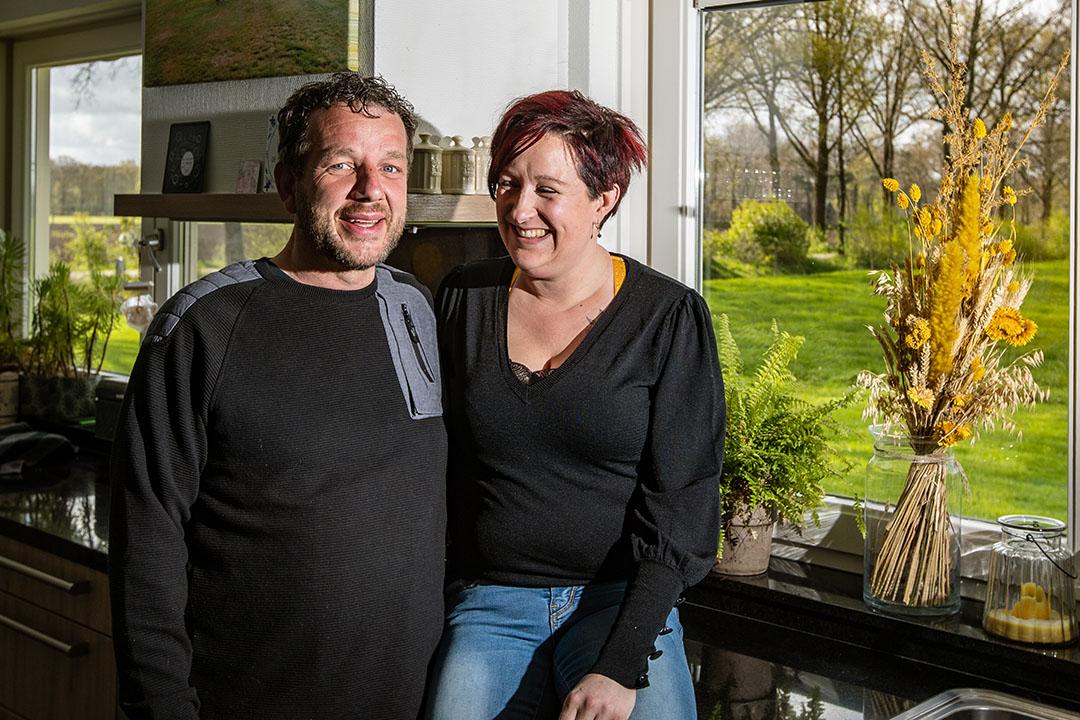 Eddy (42) en Anouk (37) ter Keurs – Nieuwe Weme hebben een samengesteld gezin van acht kinderen tussen 8 en 20 jaar oud. Ze wonen met z'n tienen in Weerselo.