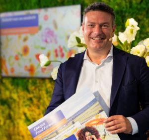 Robin van der Schuyt werkt samen met Rechtstreex, dat voedselpakketten met lokale producten samenstelt en levert. - Foto: Rabobank