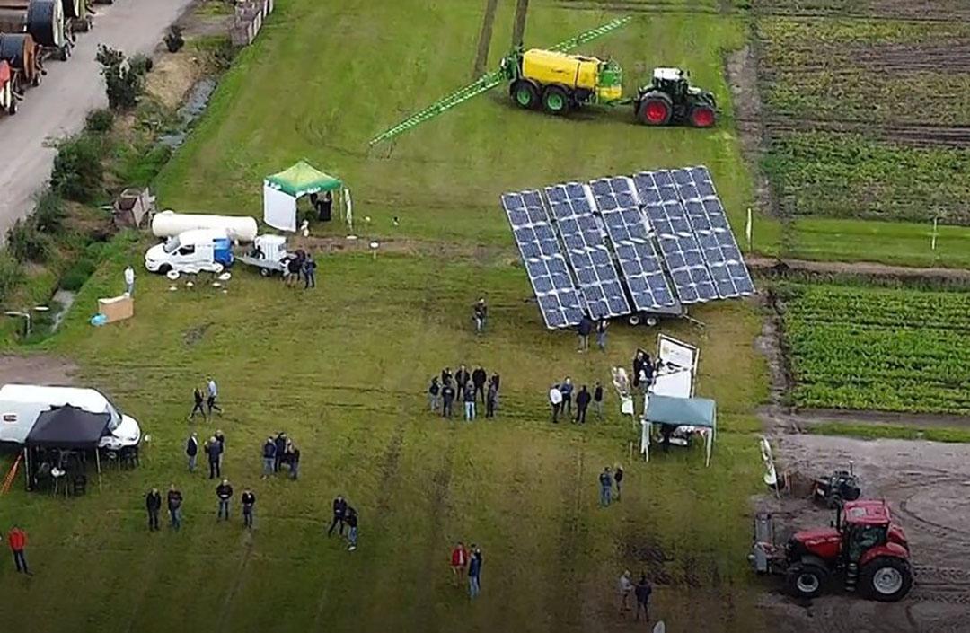 Presentatie van het zonne-aggregaat tijdens de open dagen bij Jacob van den Borne. - Foto: NPPL